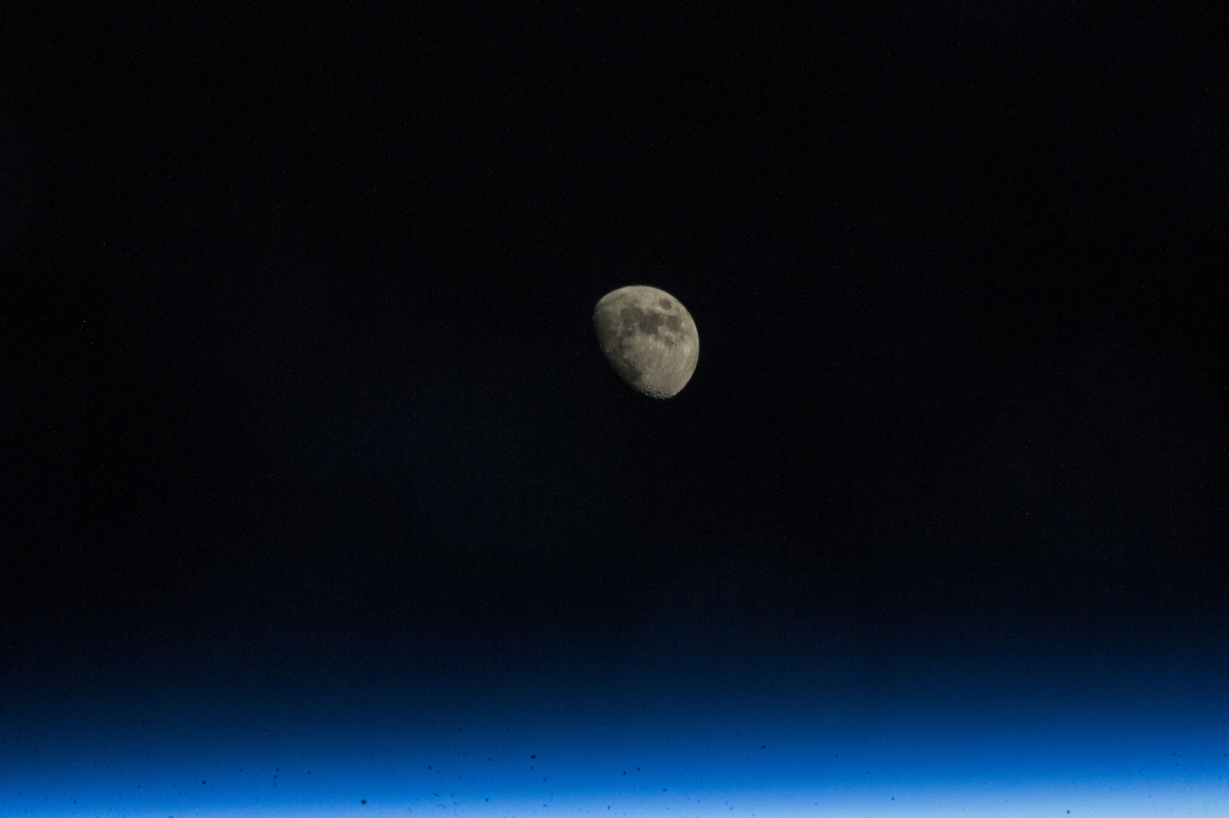 moon space station pictures - photo #13