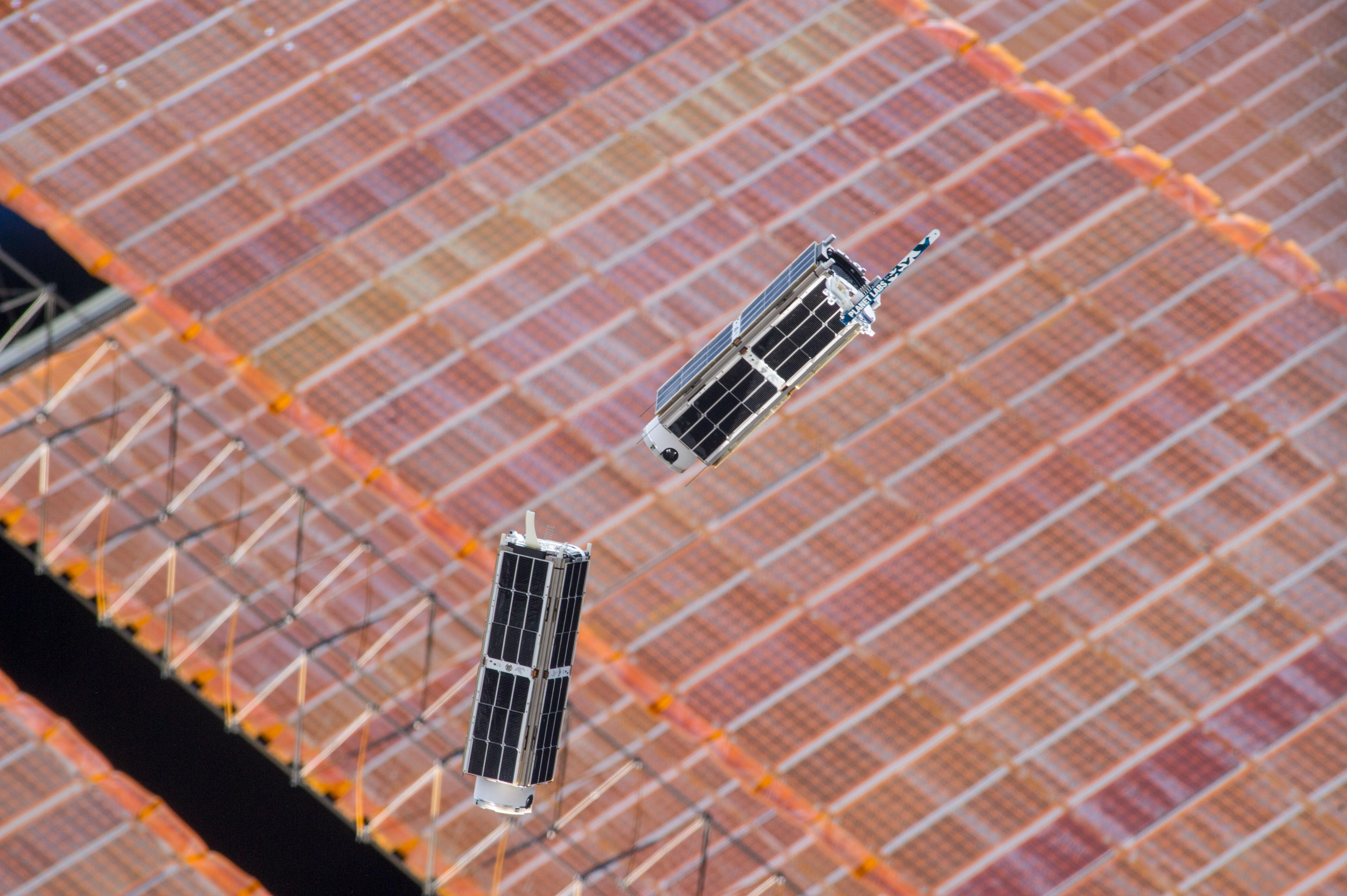spacecraft solar array panels - photo #41