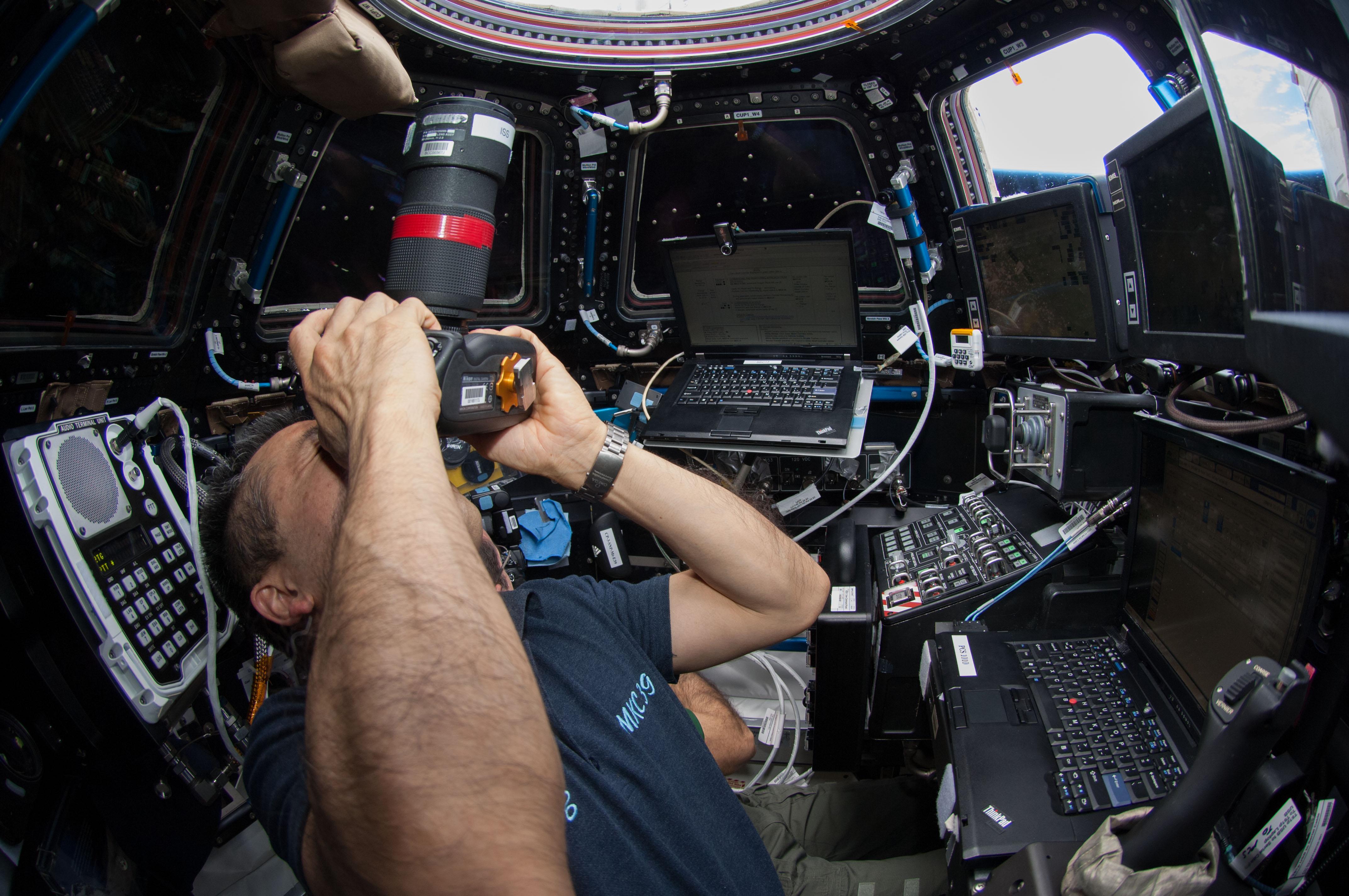 Wakata Takes Pictures of Dragon | NASA