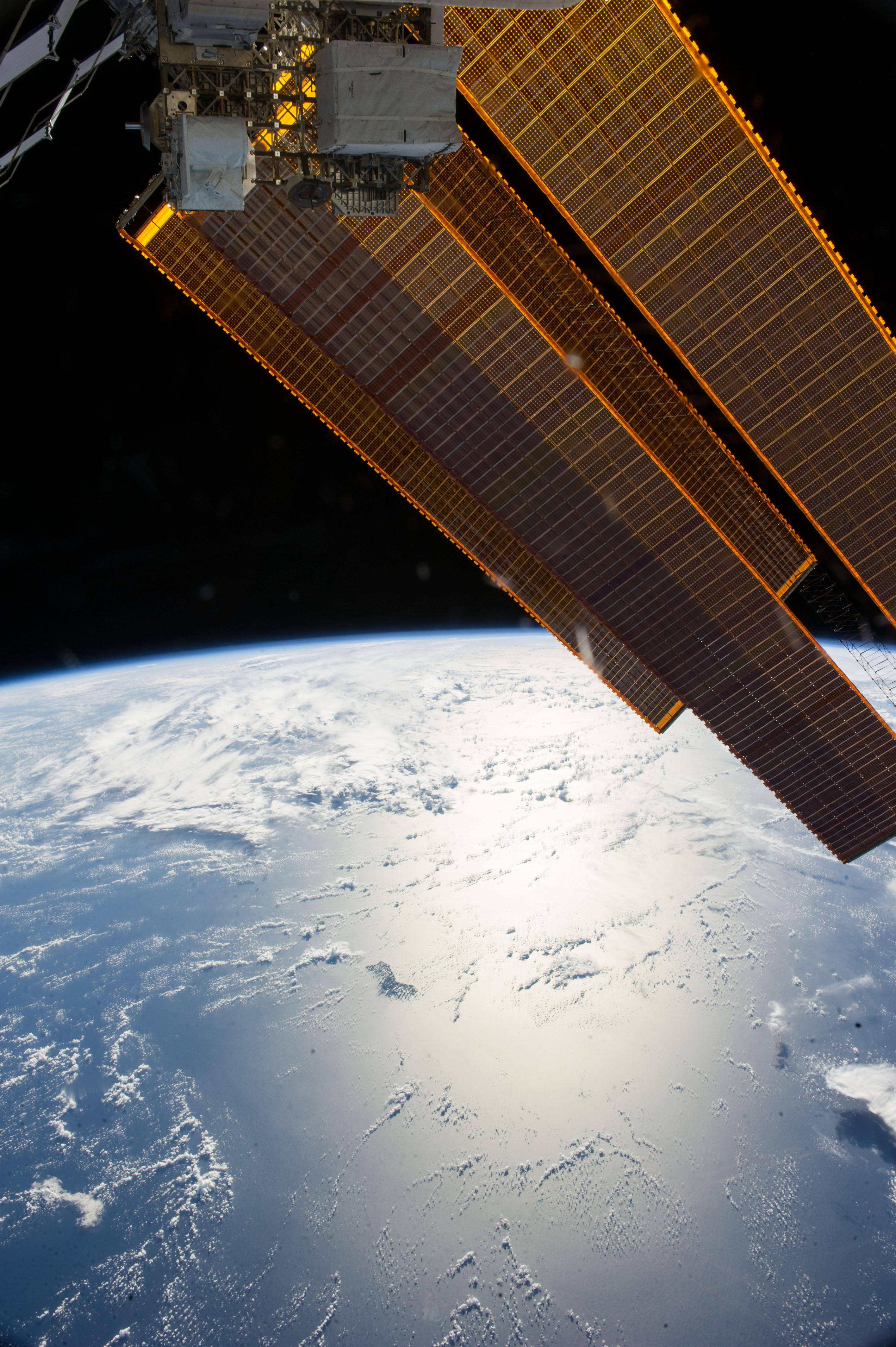 spacecraft solar array panels - photo #10