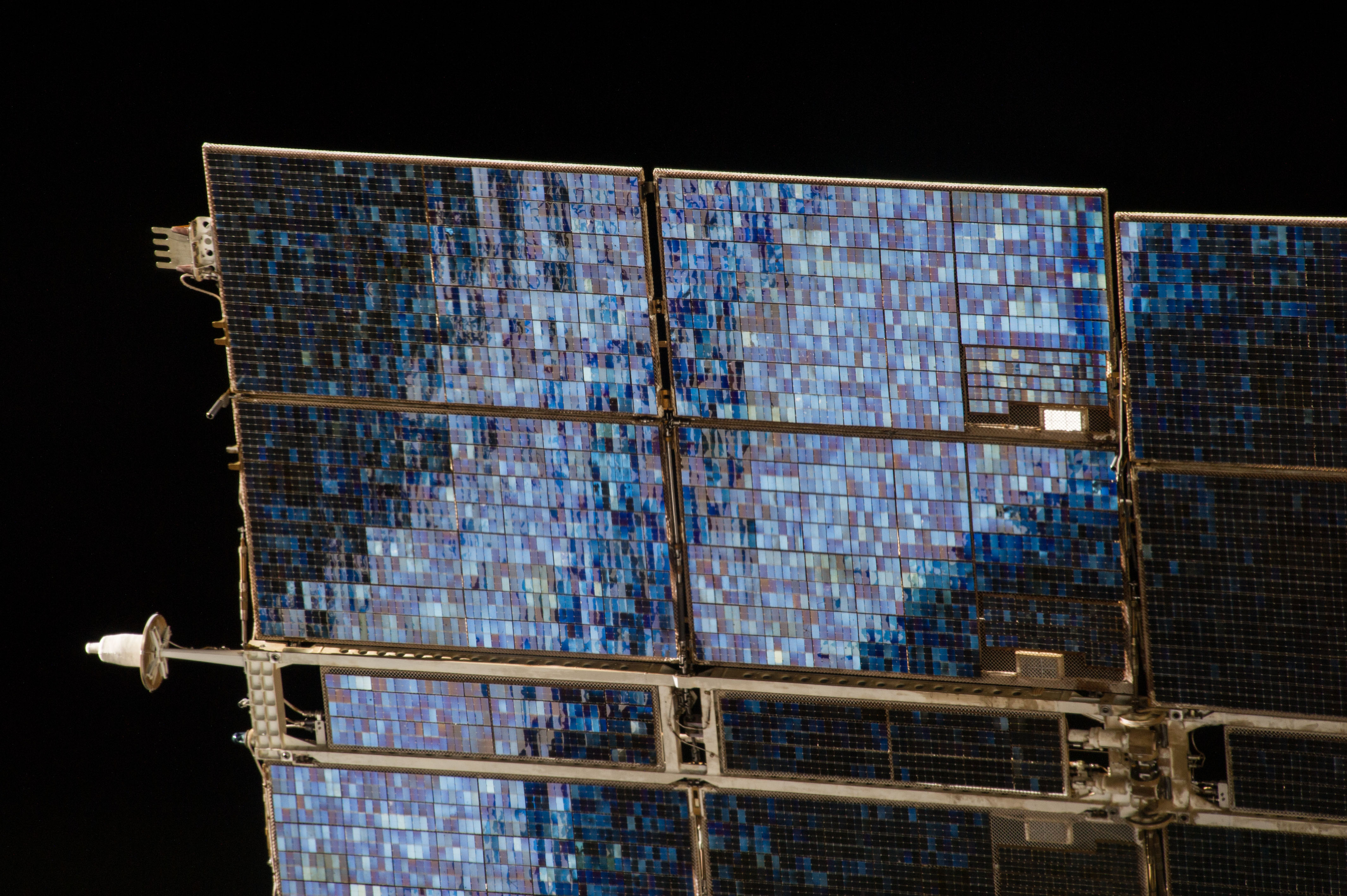 spacecraft solar array panels - photo #22