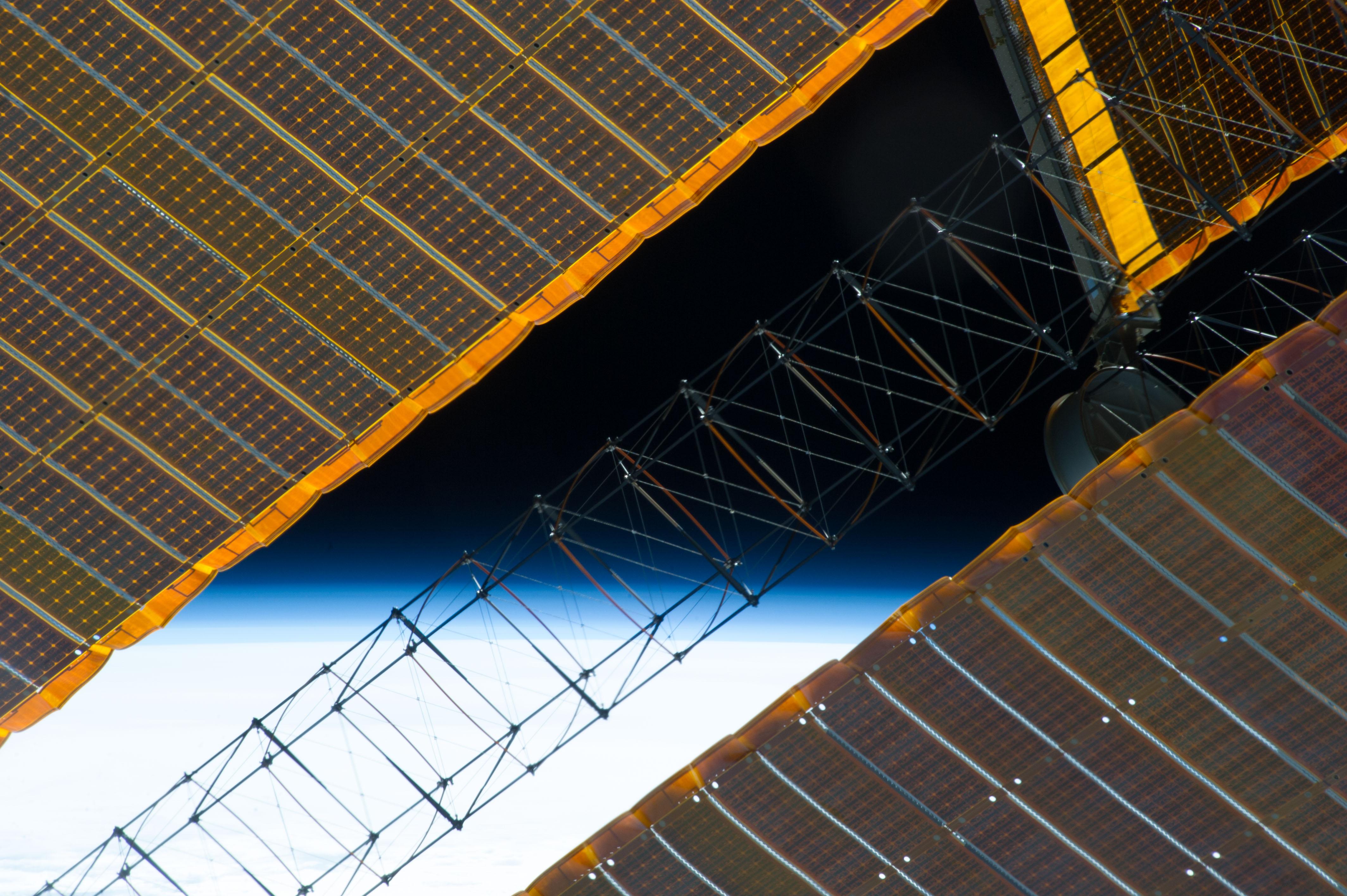 spacecraft solar array panels - photo #13