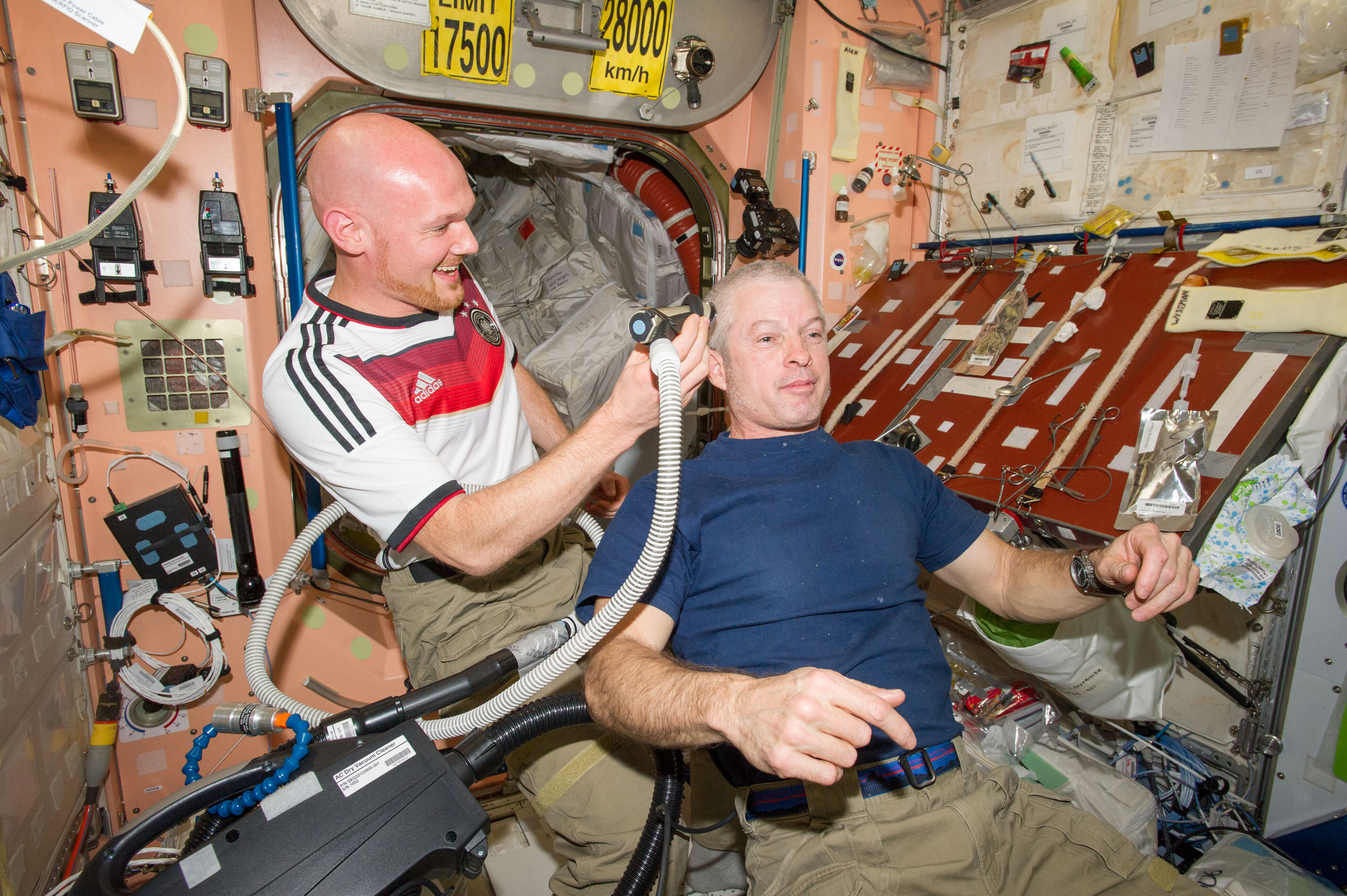 Unity >> Flight Engineer Alexander Gerst Shaves Head of Commander Steve Swanson | NASA