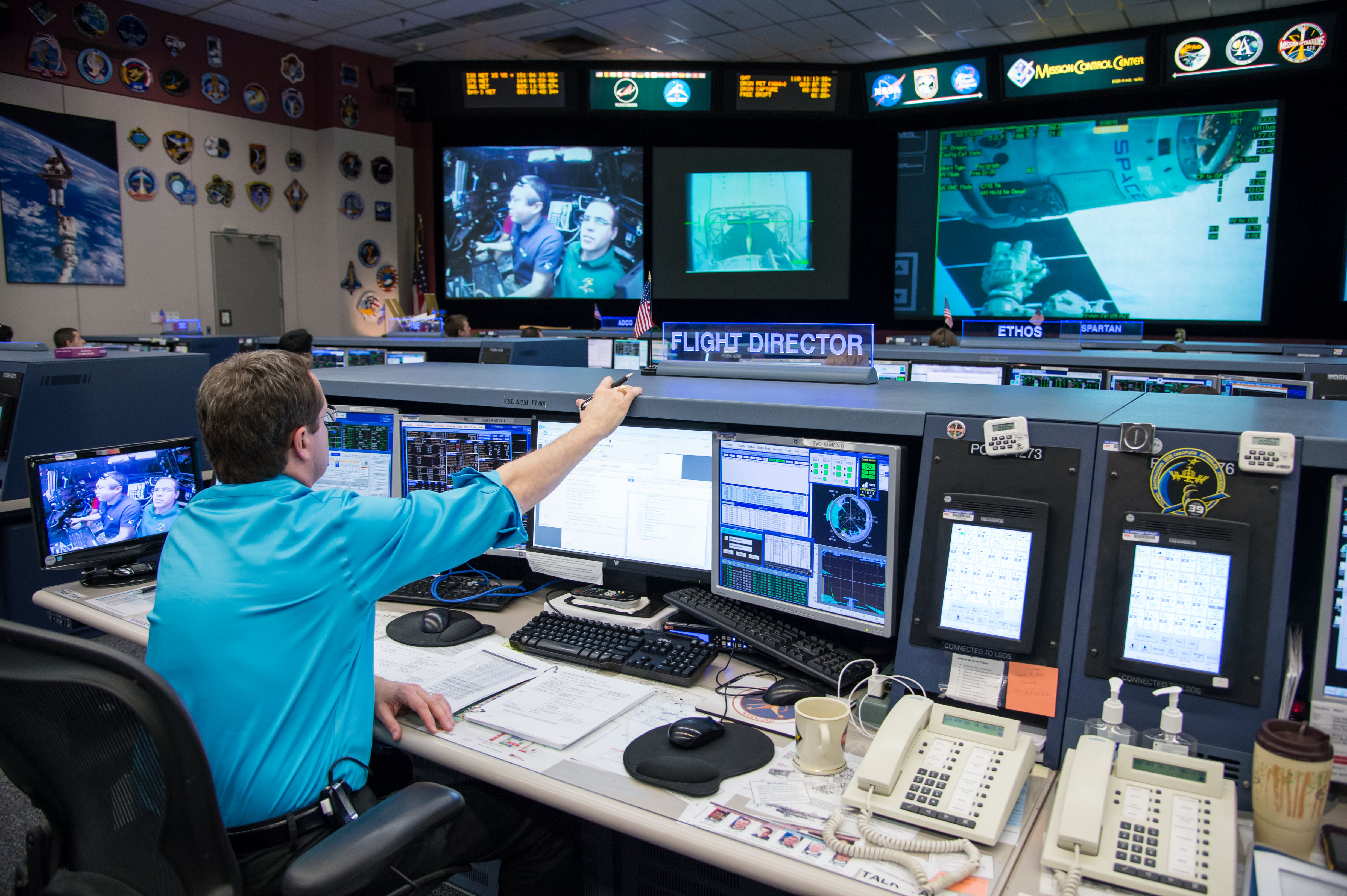 SpaceX Mission Control Room - Pics about space