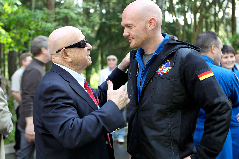 alexander gerst and former cosmonaut alexey leonov