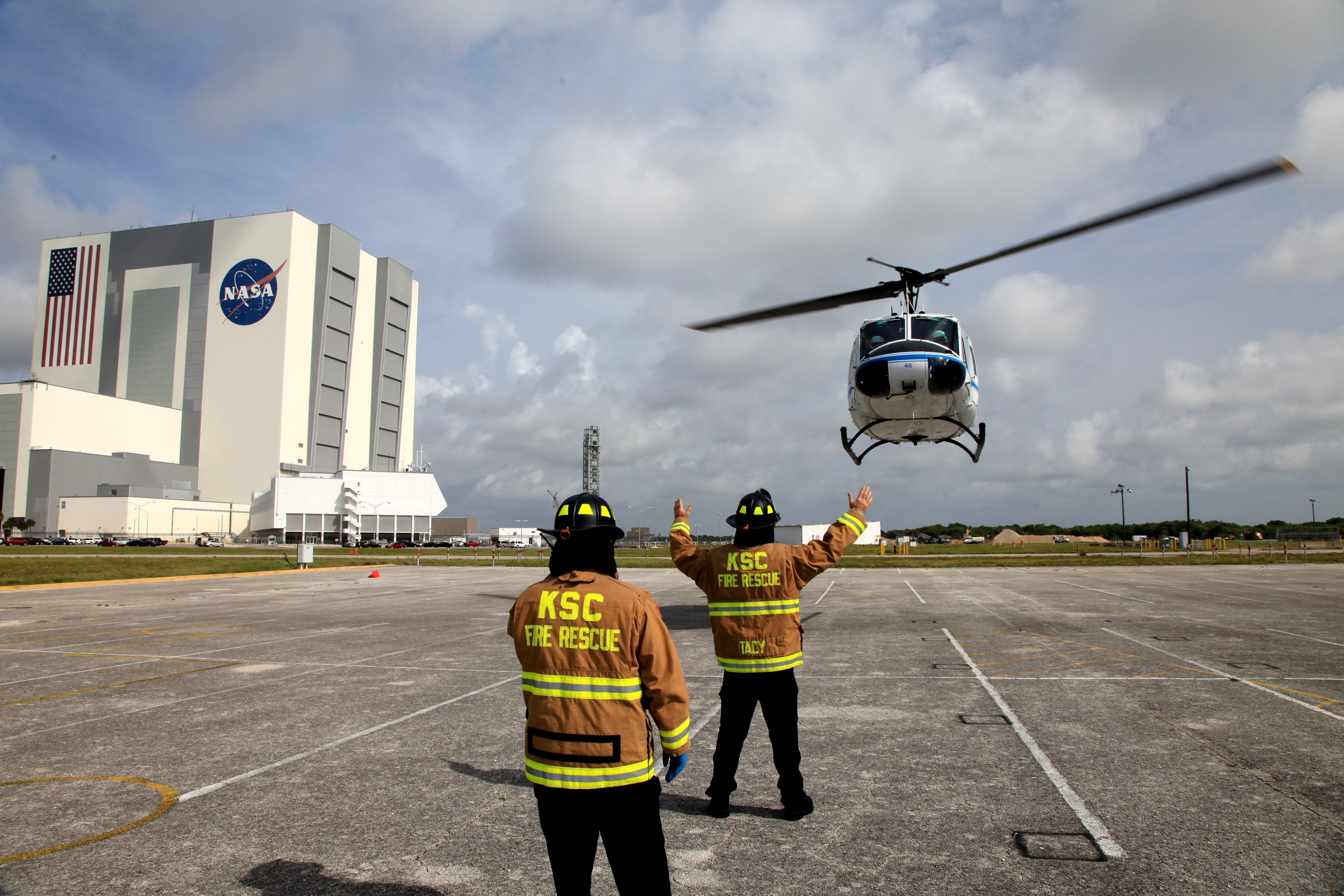 helicopter training video with Nasa Fire Rescue Training Focuses On Safe Helicopter Evacuations on Trainingcenterpics additionally 205 additionally Index9548 as well  moreover Open photo.