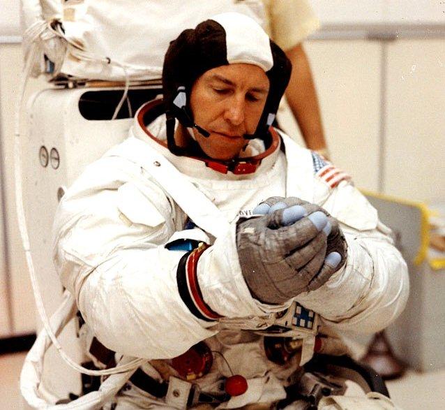 apollo 13 astronaut helmet - photo #27