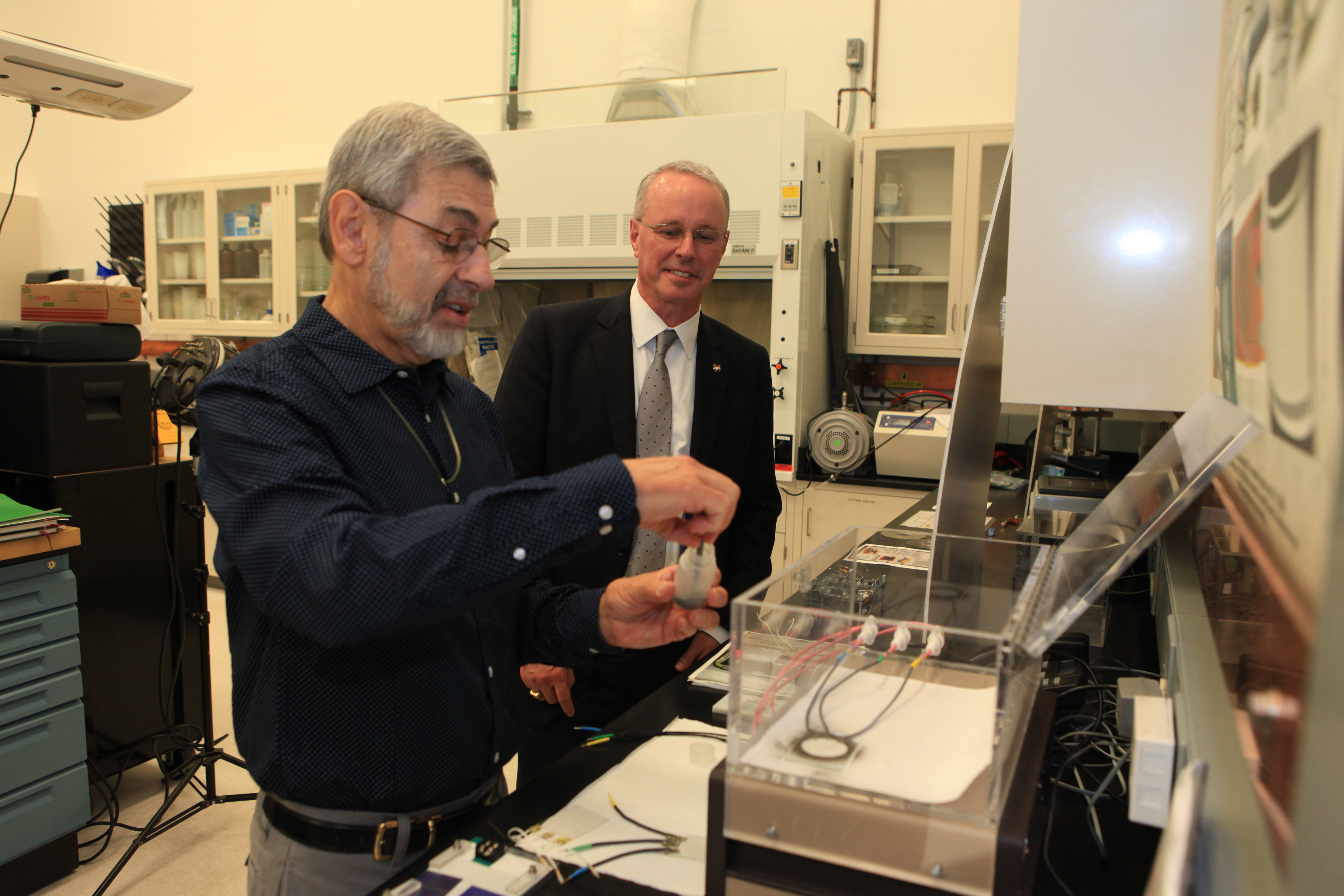 NASA Chief Technologist Visits Kennedy Space Center Labs ...