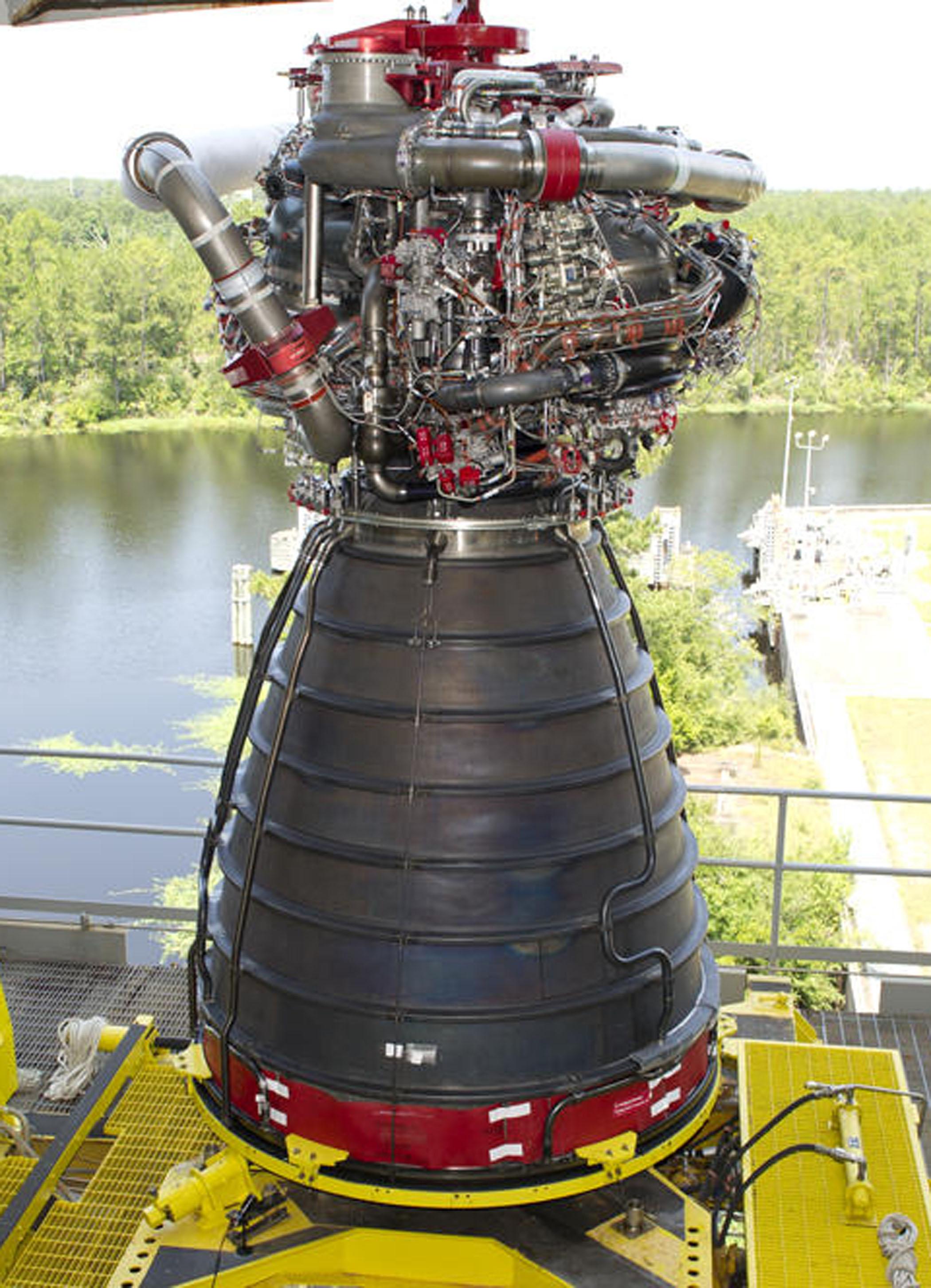 largest rocket engine - 640×633