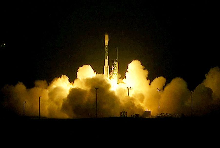 messenger spacecraft lift off - 903×607