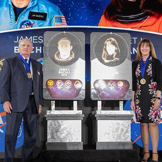Veteran NASA Astronauts Inducted into US Astronaut Corridor of Fame