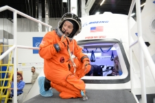 Randy Bresnik prepares to enter the CST-100