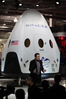 Elon Musk details Dragon V2 design