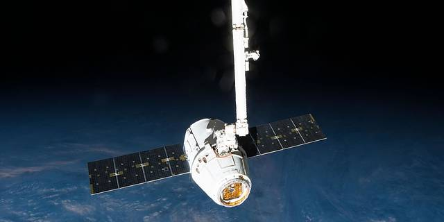The Canadarm2 robotic arm prepares to release the SpaceX Dragon Commercial Resupply Services-6 cargo spacecraft from the ISS