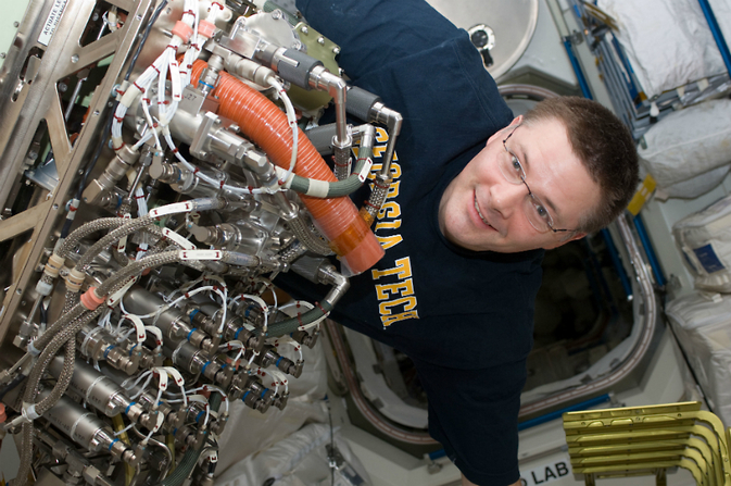 Sabatier Assembly during installation into ISS Oxygen Generator System rack
