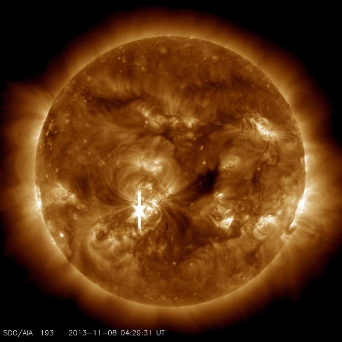 Imagen SDO de 08 de noviembre 2013, llamarada solar de clase X1.1.