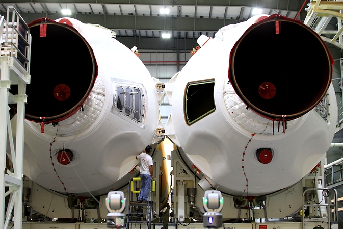 Core booster elements of a Delta IV Heavy