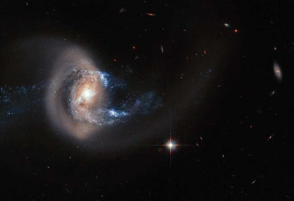 Hubble Spies a Loopy Galaxy | NASA
