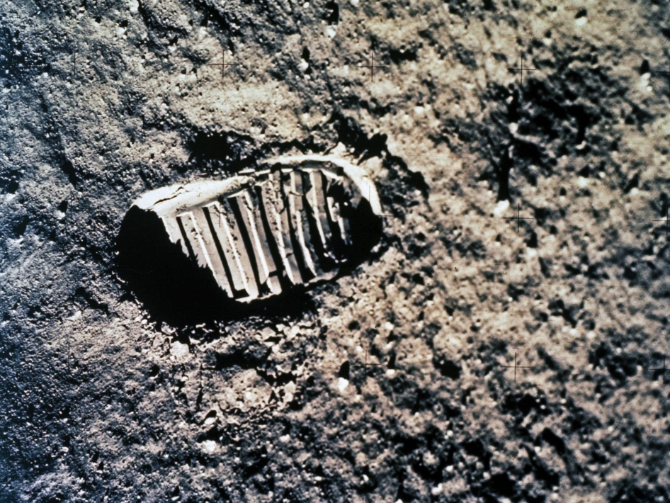 The Road to Apollo - Footprints on the Moon