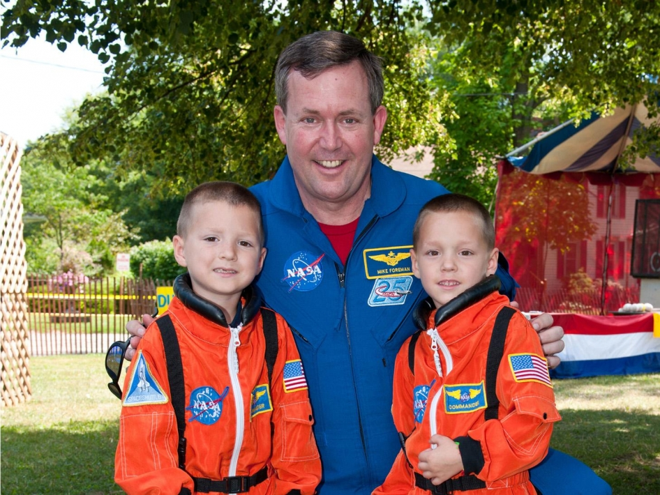 Astronaut Inspires the Next Generation