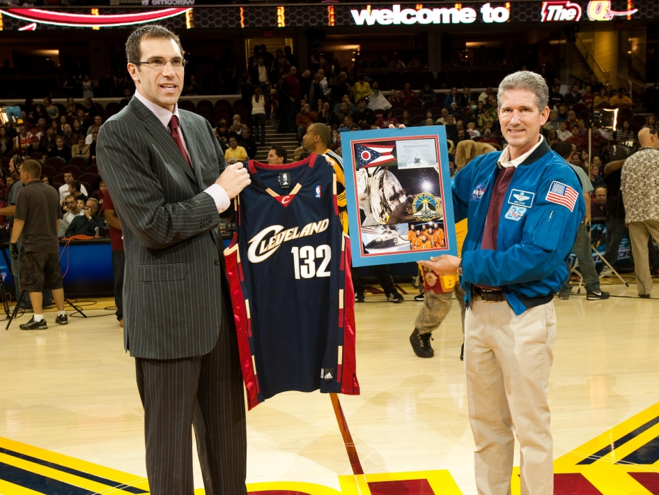 Astronaut Presents Jersey Flown in Space