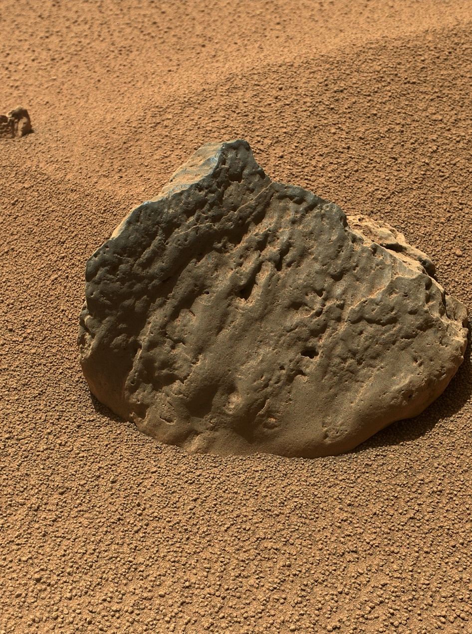 Rock 'Et-Then' Near Curiosity, Sol 82