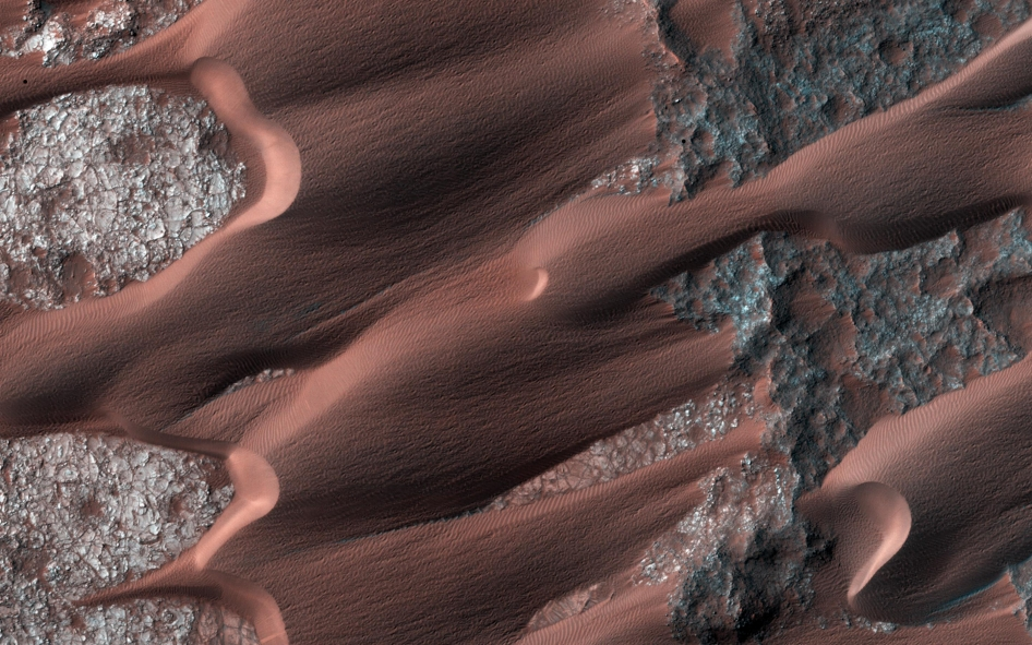 Nili Patera, one of the most active dune fields on Mars. Image Credit: NASA/JPL-Caltech/Univ. of Arizona