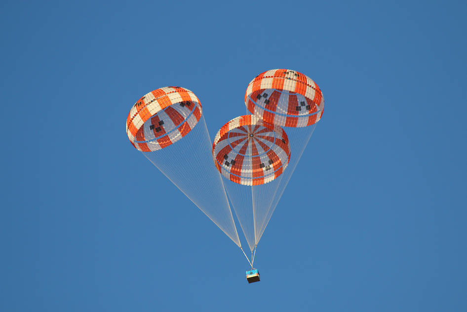 Parachutes bring Orion Capsule Down Safely during Test