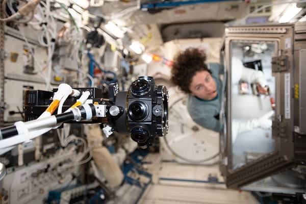 image of a 3D camera filming an astronaut