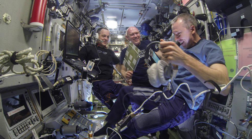Expedition 56: Commander Drew Feustel (right) and Flight Engineer Ricky Arnold (left) of NASA, along with Flight Engineer and Soyuz Commander Oleg Artemyev of Roscosmos (center). (NASA)