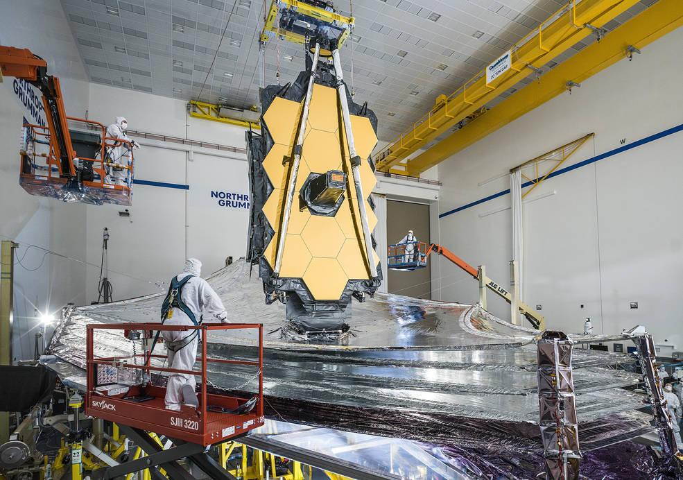 Das James Webb-Weltraumteleskop, das während der Tests im Dezember 2020 mit seinem vollständig ausgefahrenen Sonnenschutz abgebildet wurde.