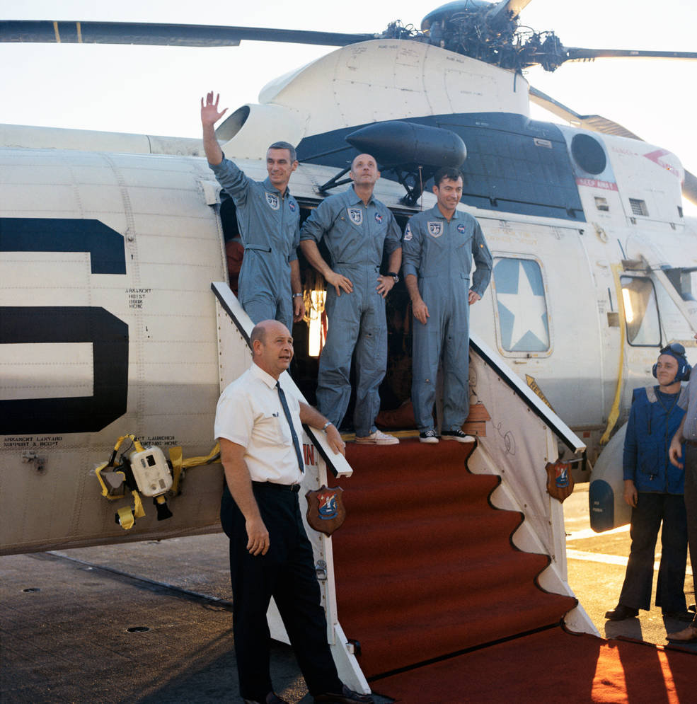 apollo_10_crew_egressing_helo