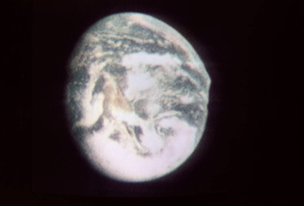apollo_10_tv-2_earth