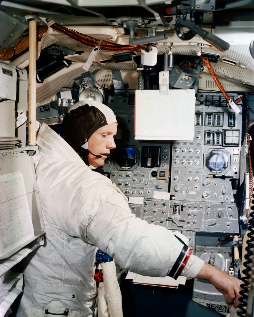 apollo_11_armstrong_in_lm_sim_ksc