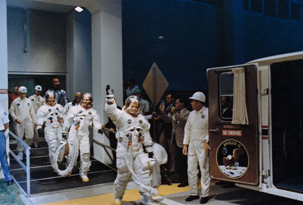apollo_11_crew_walkout