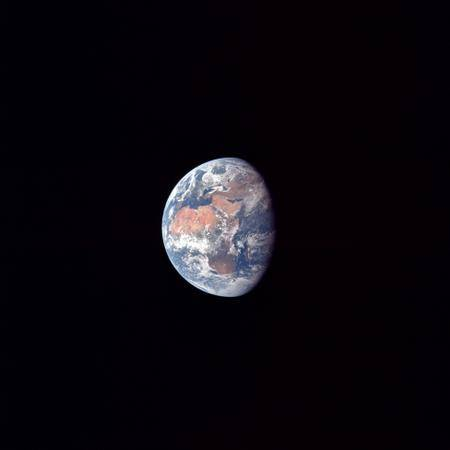 apollo_11_fd2_earth_from_98500_nmi