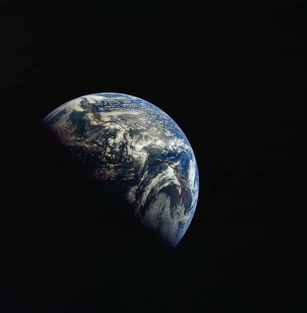 apollo_12_fd1_earth_from_tbd_miles_as12-50-7351