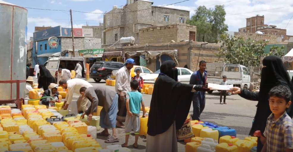 UNICEF distributes clean water and information about cholera to prevent outbreaks of the disease in Yemen