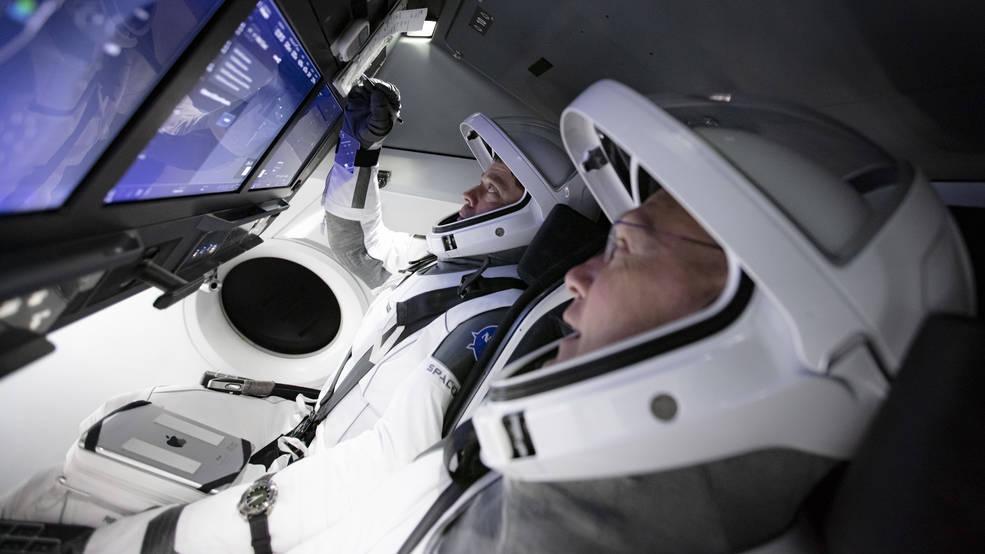 Los equipos practican una simulación completa de lanzamiento y atraque de la nave espacial Crew Dragon de SpaceX con astronautas.