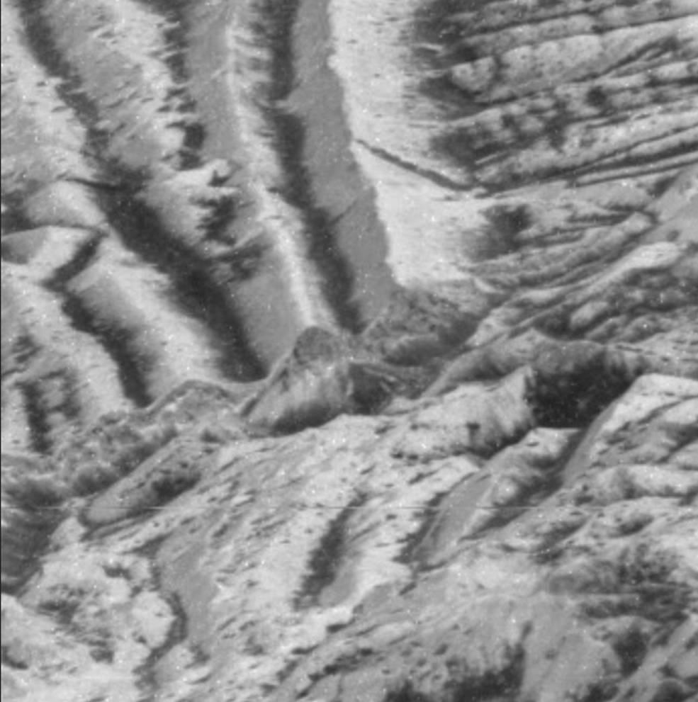 La superficie de la luna de Júpiter, Europa, moldeada por pequeños impactos