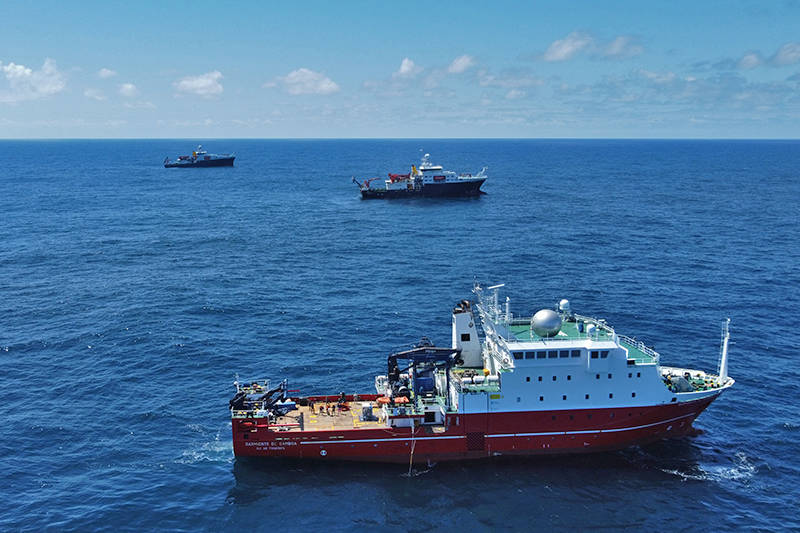 Three ships used in the EXPORTS campaign – the R/V Sarmiento de Gamboa (foreground), positioned close to the RRS James Cook (middle) and RRS Discovery (back) – at a meet up point in the northeast Atlantic.