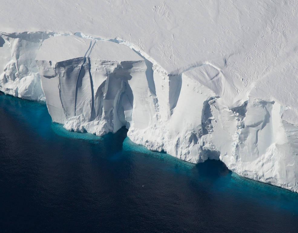 Photo of an Antarctic ice shelf