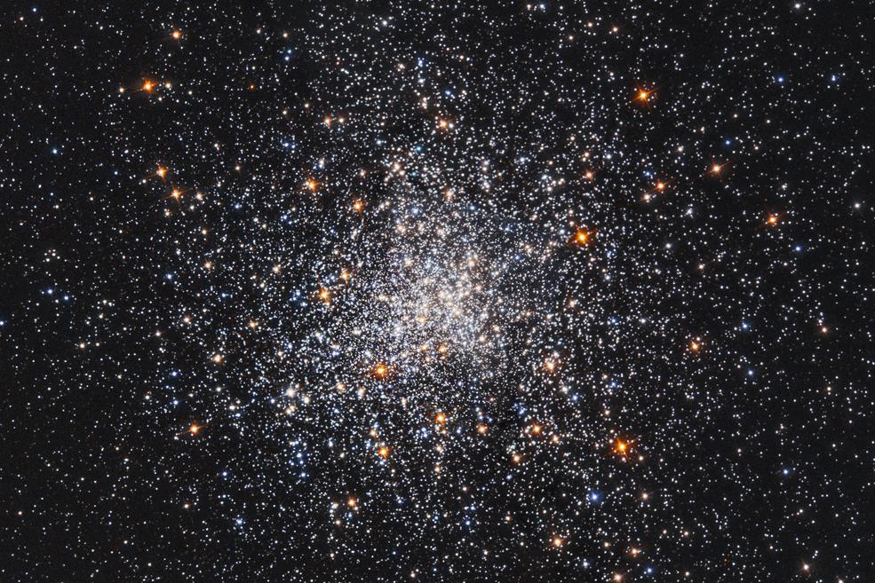 Un spectacle à 41,000 années-lumière de la Terre  Hubblestscihp1737af1503x1002
