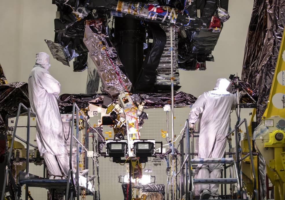 El telescopio Webb DTA está completamente desplegado en esta foto tomada en Northrop Grumman Corporation en Redondo Beach, California.