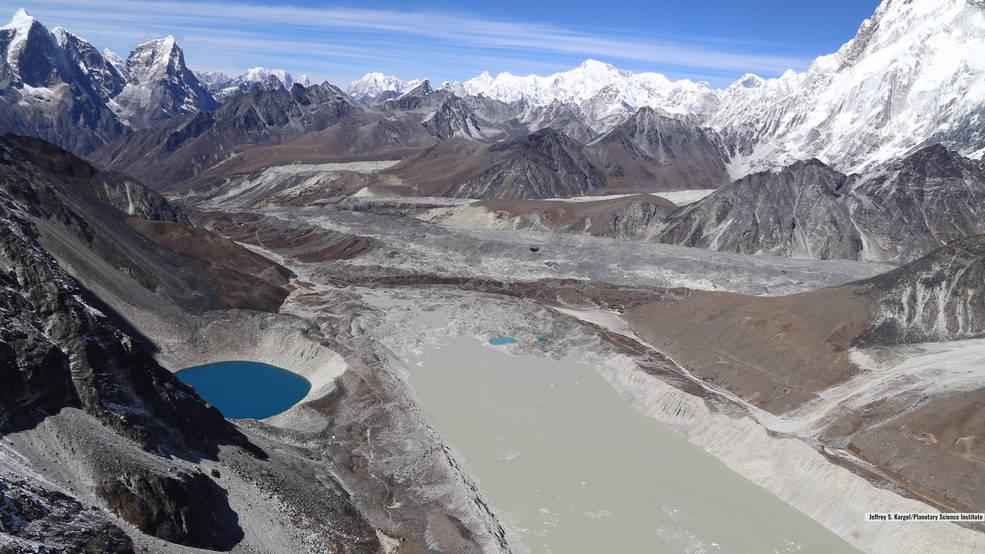 Lago Imja, próximo ao Monte Everest, no Himalaia