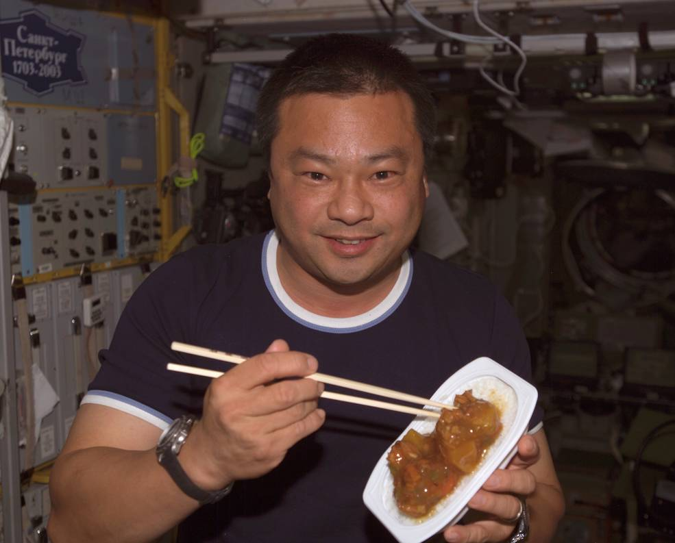 iss20_aapi_chiao_eating_w_chopsticks_in_zvezda