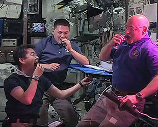 iss20_food_astros_snack_on_space_grown_lettuce_aug_2015_news