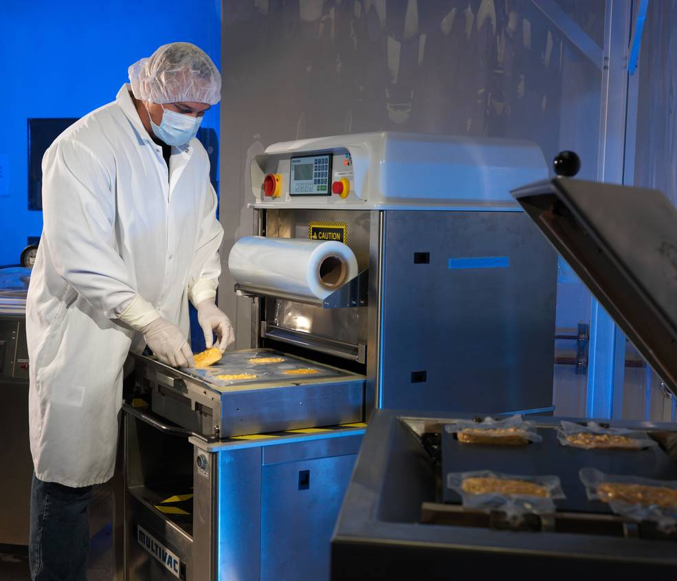 iss20_food_food_lab_technician_packages_food_for_iss