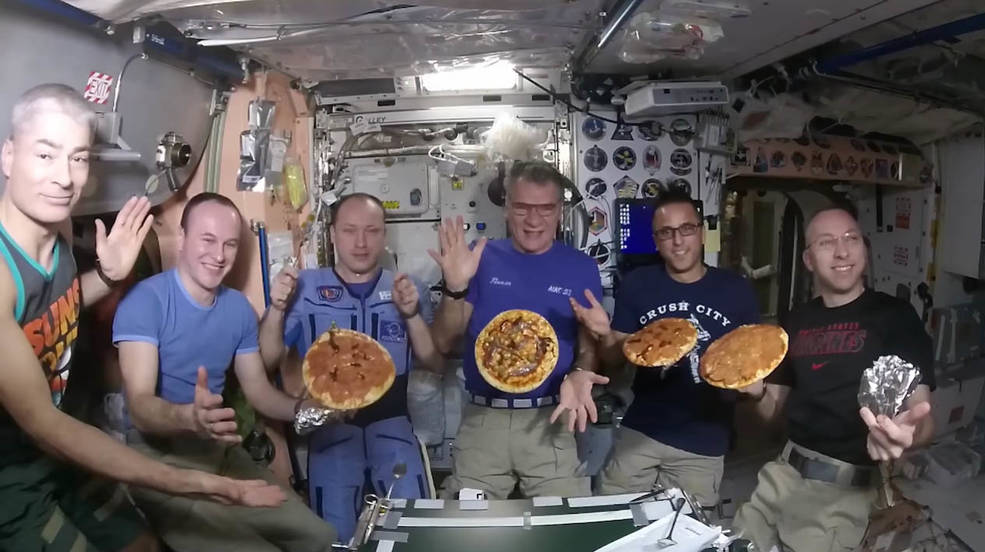 iss20_food_making_pizzas_on_iss