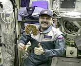iss20_food_usachev_w_first_pizza_in_space_delivered_exp_2